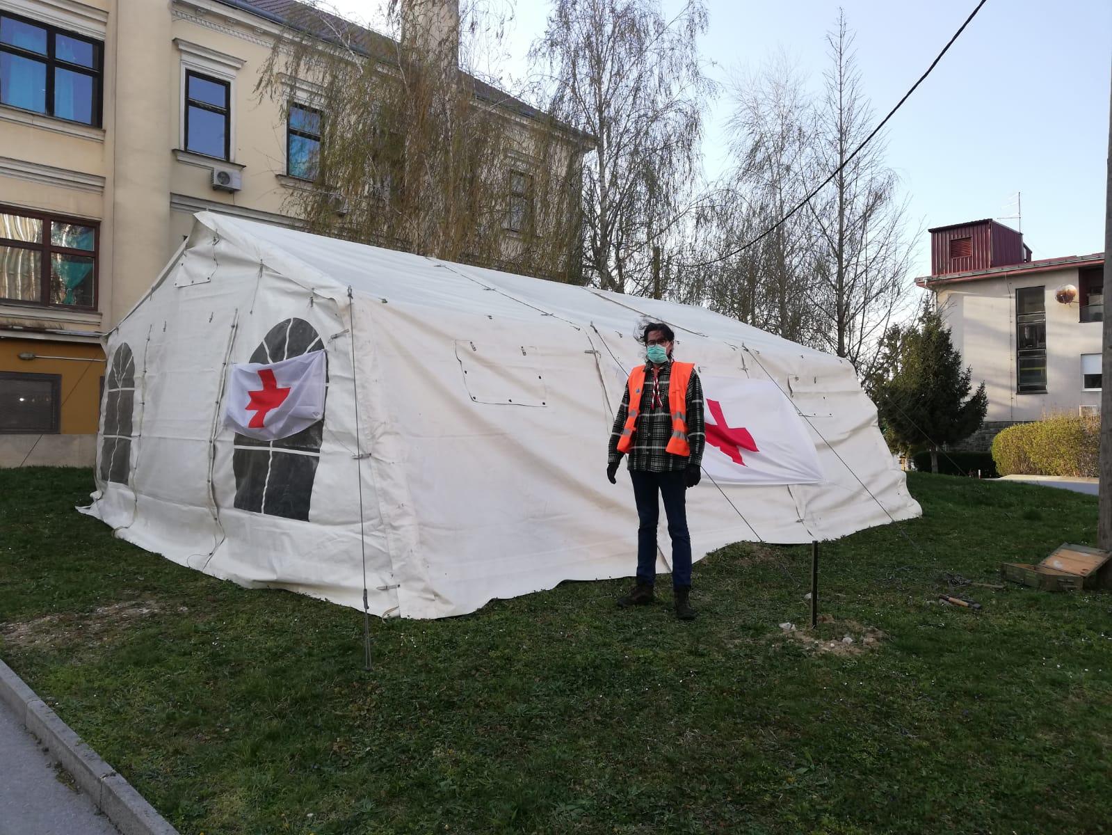 Odredski šator ispred Opće bolnice u Sisku